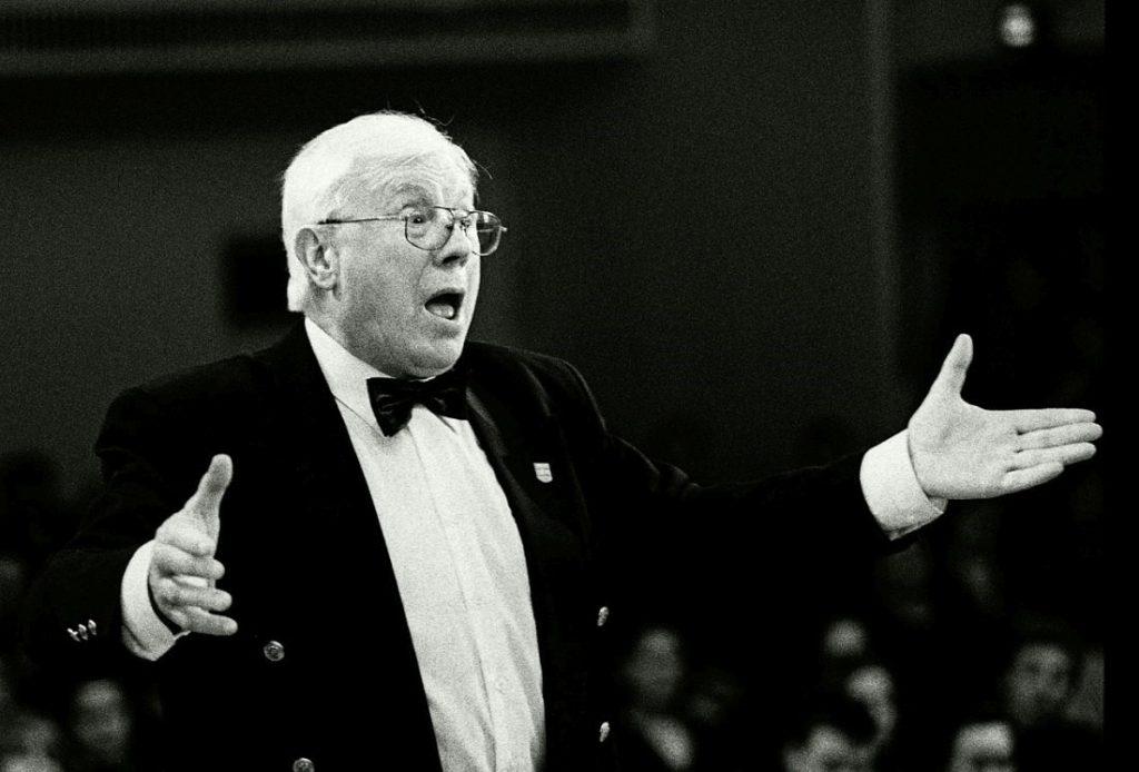 (ساولسکی نوازنده قدیمی و رهبر ارکستر مطرح جاز دریکی از کنسرتهایش در شهر سنپترزبورگ- ۱۹۹۸م)