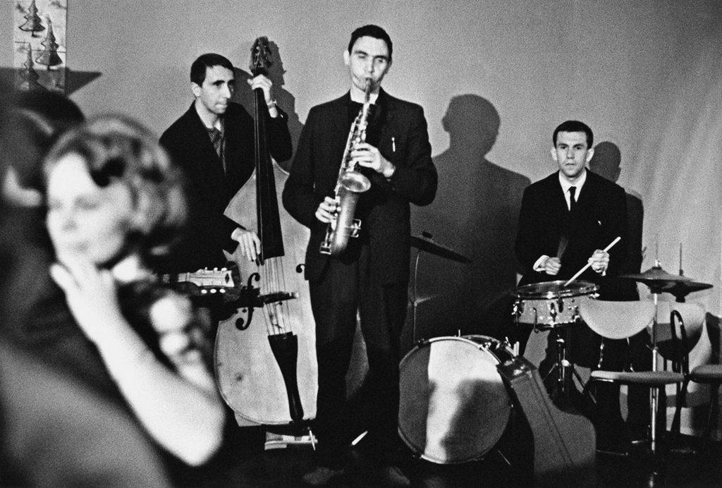 ( گروه جاز روسی با ظاهری آراسته در سال ۱۹۷۸م در حال تمرین)