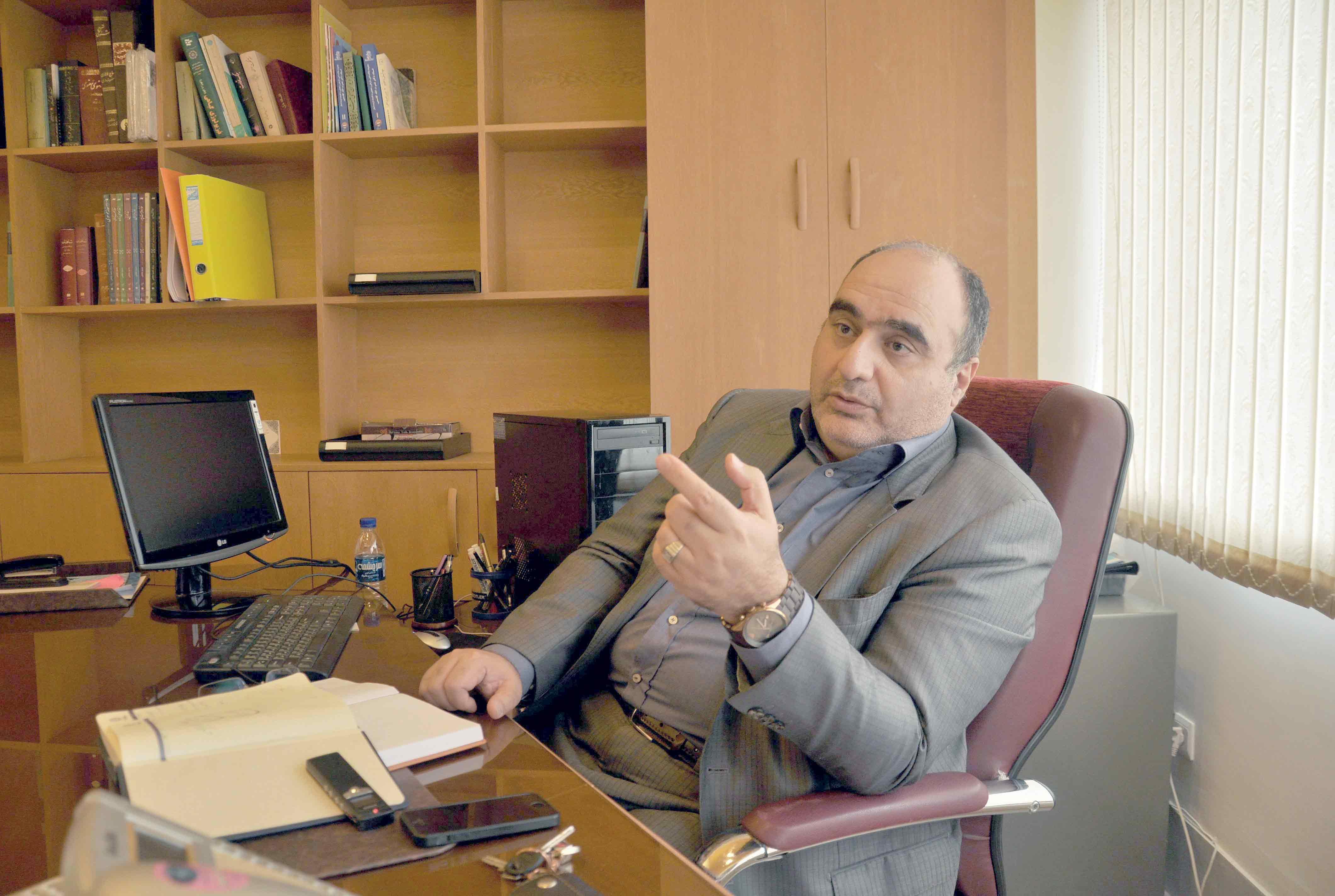 کرونا، اهمیت حاکمیت سیاسی را روشن تر کرد. گفتگو با دکتر رضا سیمبر